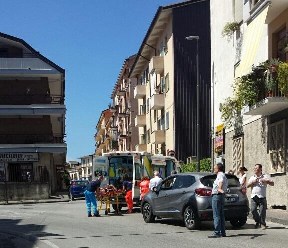 Auto investe pedone in via Cesinali