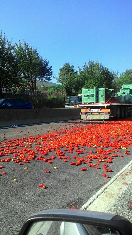 Tir pomodori sulla Variante