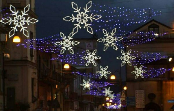 Natale 2019, aggiudicata la gara per le luminarie installate dal Comune ma i commercianti restano divisi. L'assessore Musto:«Uno sforzo non da poco per l'Amministrazione» - Atripalda News