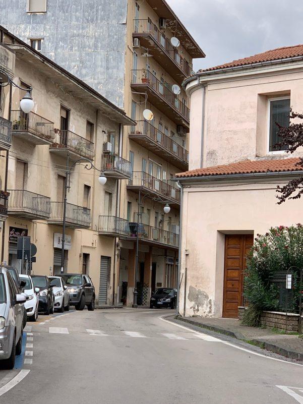 Via Melfi ad Atripalda chiude al traffico per un mese a causa di lavori urgenti sulle facciate laterali di Palazzo Del Gaudio - Atripalda News